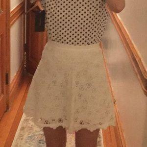 00 Club Monaco White Lace skirt